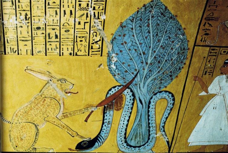 Бог Ра в образе кошки побеждает змея Апопа (справа). Папирус Ани